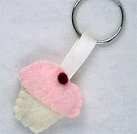 indie crafts - felt cupcake keyring