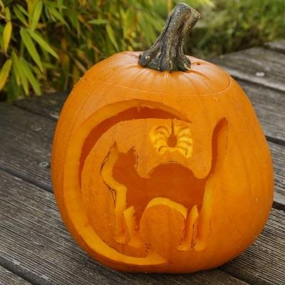 halloween pumkin carving samhain