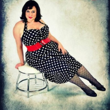 1950s-plus-size-polkadot-dress-4