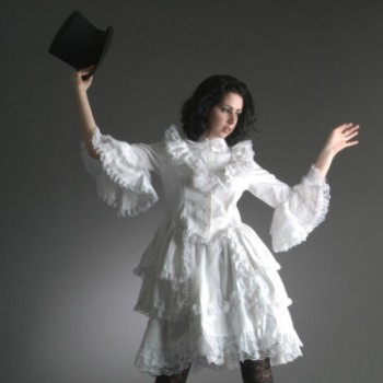 goth-in-white-dress-top-hat