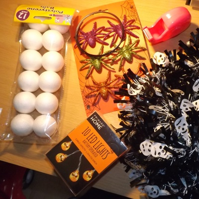 diy-halloween-wreath-accessories