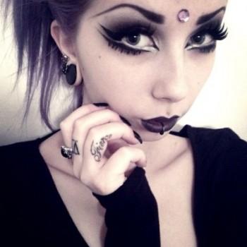 modern-gothic-style-moonchild