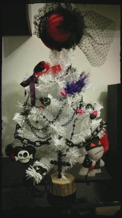 gothic-dark-christmas-tree