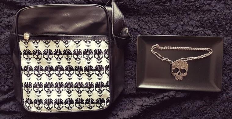 skull bag skull necklace